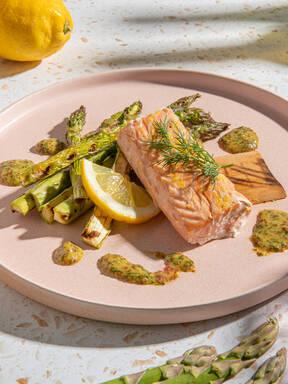 Make grilled lemony salmon with Christian