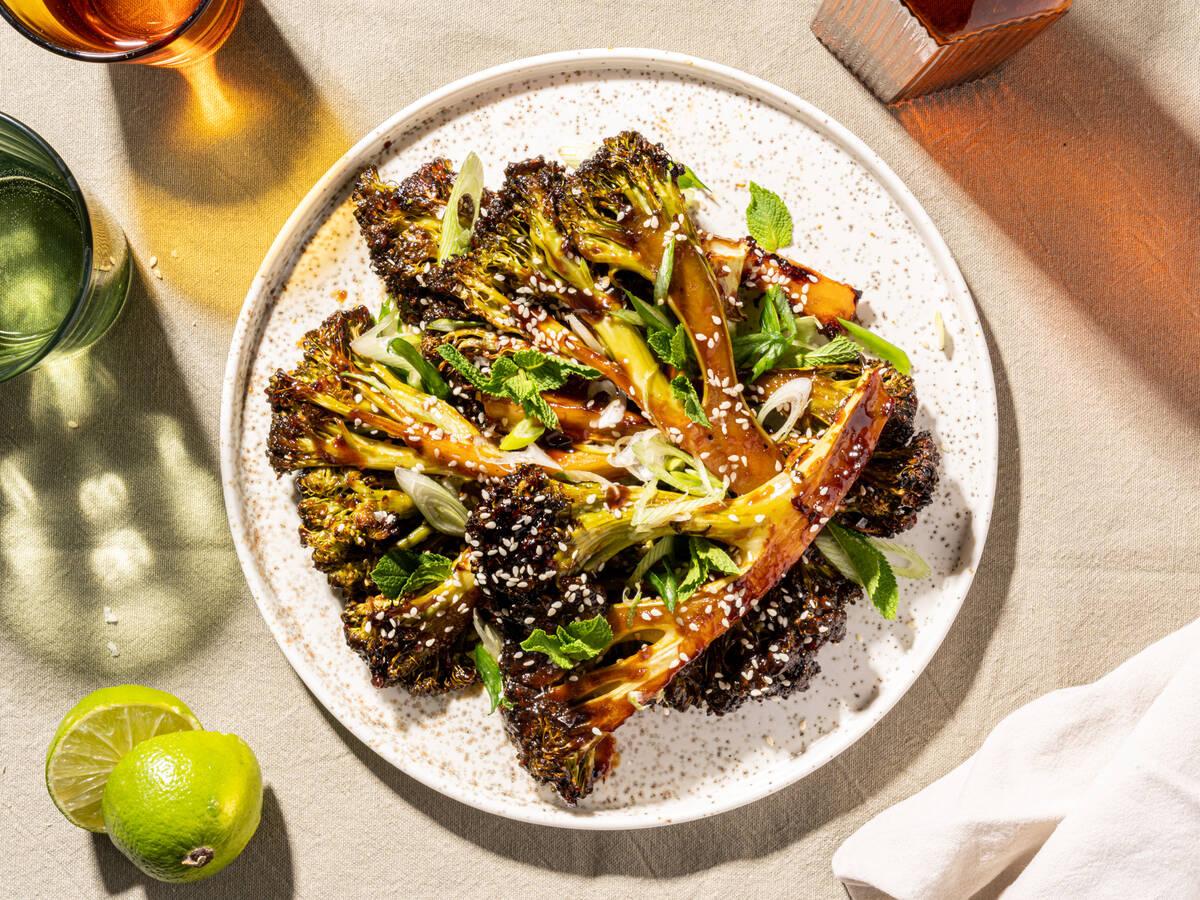 5-Zutaten gerösteter Brokkoli mit Hoisin-Glasur