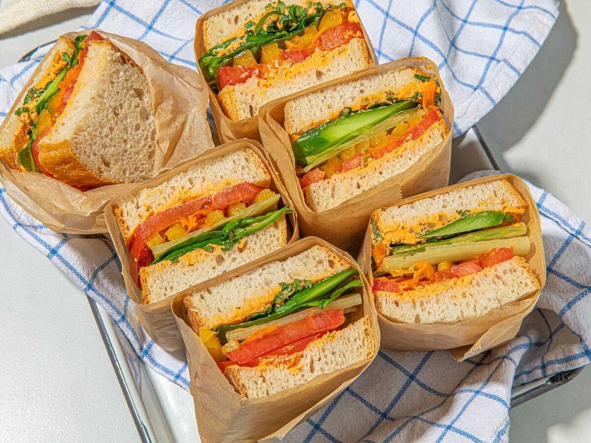 Großes Sommer-Veggie-Sandwich
