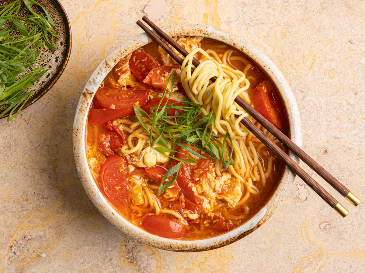 Tomato and egg noodle soup