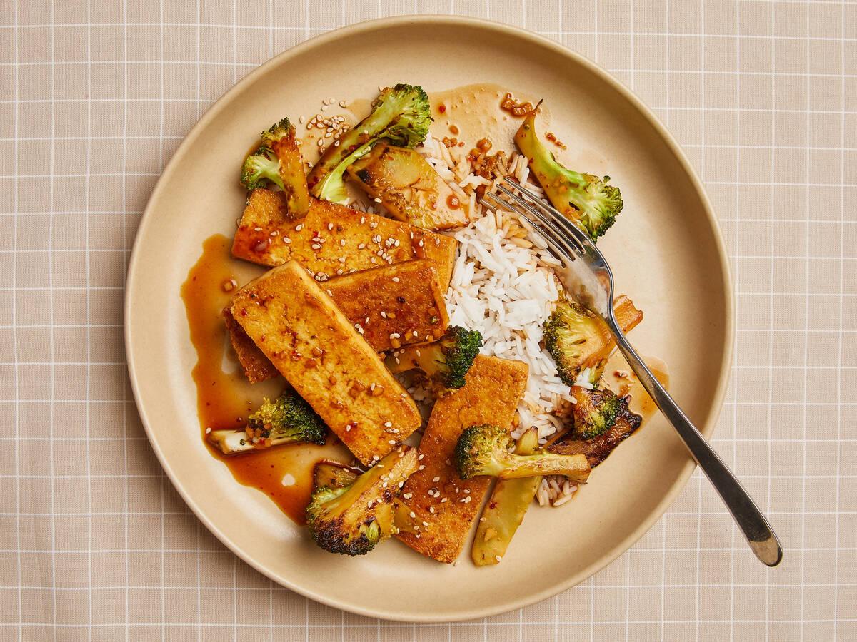 Crispy tofu and broccoli stir-fry