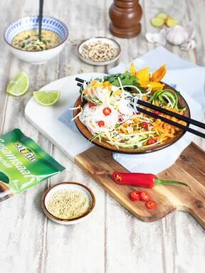 Thailändischer Glasnudelsalat mit Zucchini und Mango