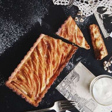 Almond butter apple tart