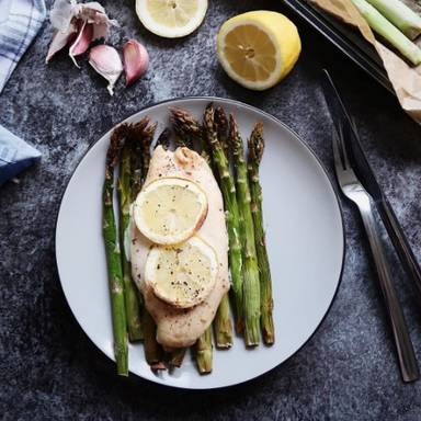 Chicken on asparagus