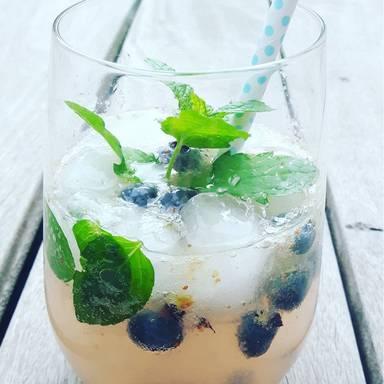 Blueberry-mint smash