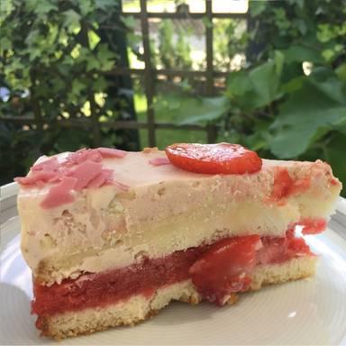 Erdbeer-Eiscreme-Torte