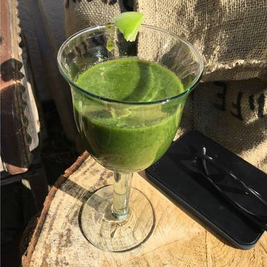 Matcha, spinach, and kiwi smoothie