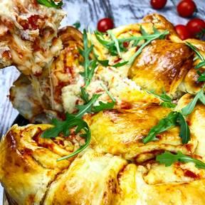 马苏里拉奶酪番茄涡形面包
