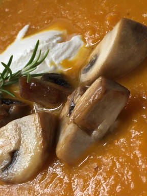 Pumpkin and carrot soup with sautéed mushrooms