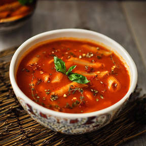 Roasted pepper and tomato pasta soup
