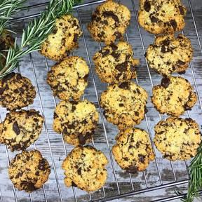 Rosmarin-Cookies mit Schokoladenstückchen