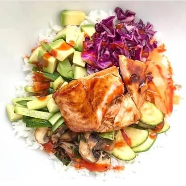 沙拉和鲑鱼