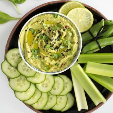 Gemüse mit Spinat-Hummus