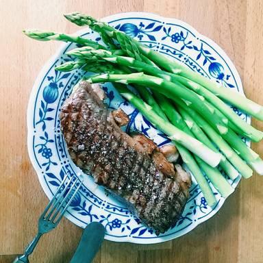 Steak und Spargel